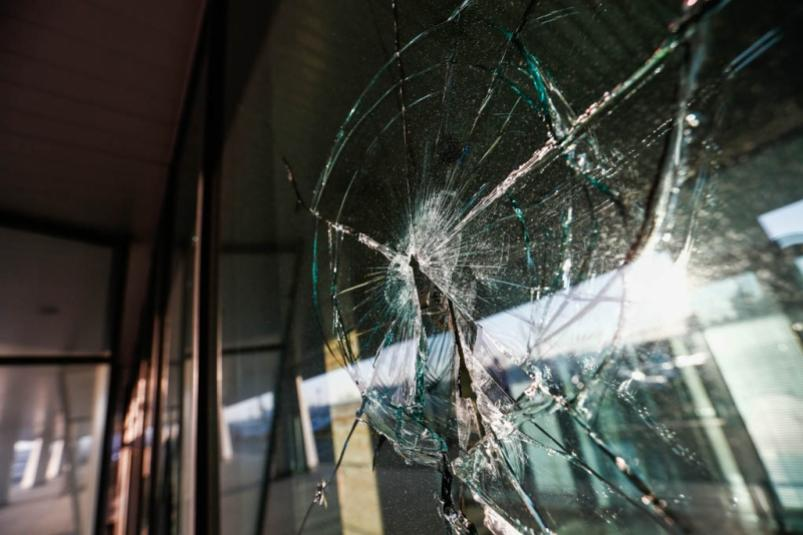 Разбил витрину, скрыться не удалось